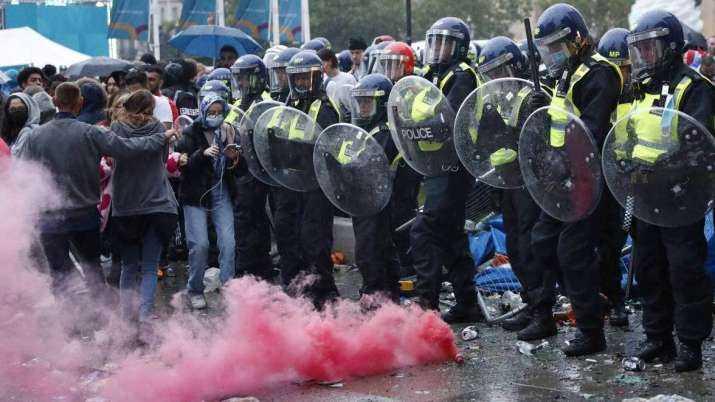 19 Polisi Luka, 86 Orang Ditangkap saat Final Eropa 2020