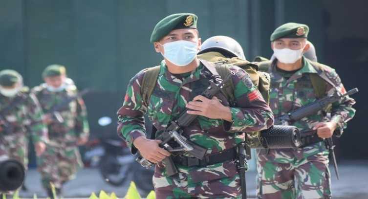 """Alarm Berbunyi di Markas Yonarmed Kostrad, Prajurit dengan Peralatan Tempur Lengkap Langsung Siaga"