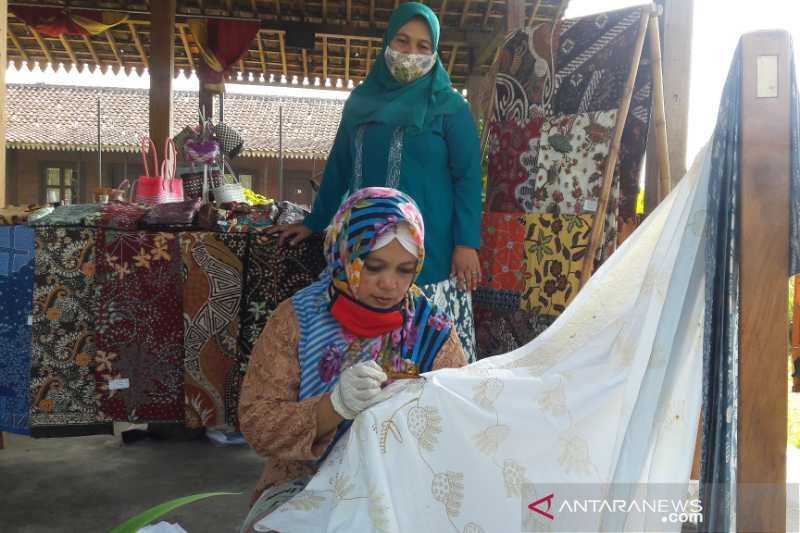 Ayo Bantu, Sungguh Kasihan Perajin Batik di Borobudur Ini Sepi Permintaan Selama Pandemi