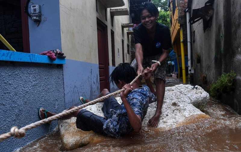 Banjir di Sejumlah Jalan di Jakarta Ganggu Arus Lalu Lintas