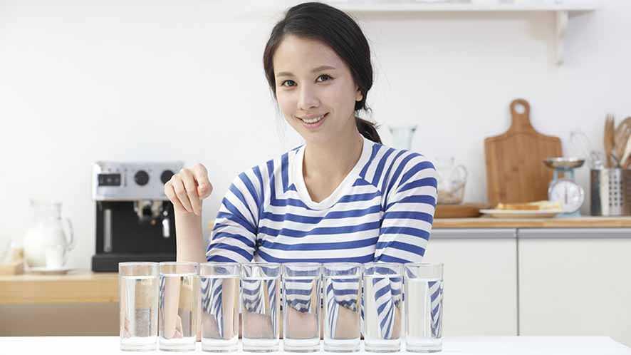 Benarkah Perlu Minum  8 Gelas Air Per Hari?