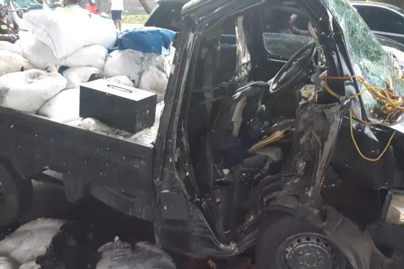 Dramatis, Gulkarmat Jakarta Timur Berhasil Evakuasi Korban Kecelakaan Terjepit di Mobil
