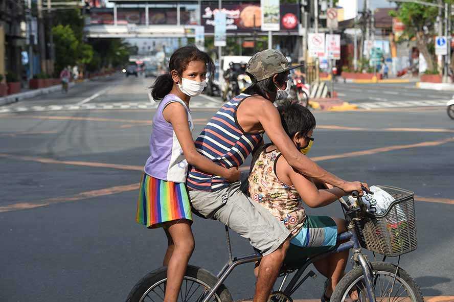 Filipina Perintahkan Anak-Anak Tinggal dalam Rumah