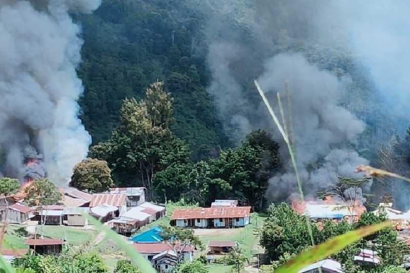 Gawat, KKB Lakukan Teror dengan Membakar Fasilitas Umum di Kiwirok, Pegunungan Bintang Papua