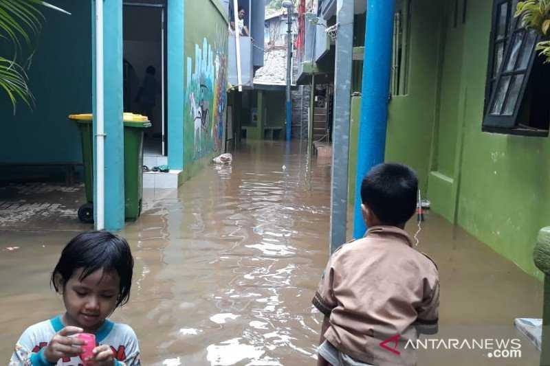 Kasihan Sekali di Tengah Pandemi, Permukiman Warga di Kebon Pala Kebanjiran Akibat Luapan Kali Ciliwung