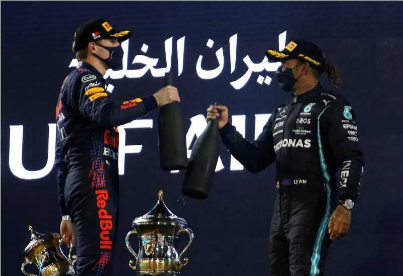 Menangi Adu Strategi Atas Verstappen, Hamilton Juara GP Bahrain