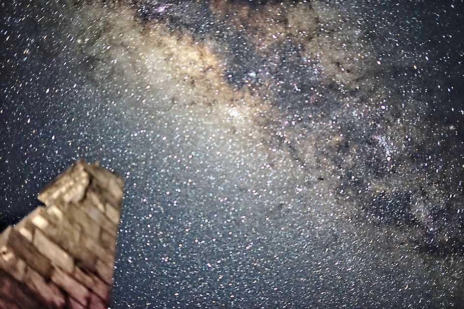 Menikmati Keindahan Milky Way di Seruni Point