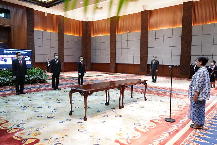 Menlu Retno Lantik Tiga Konsul Jenderal RI Baru