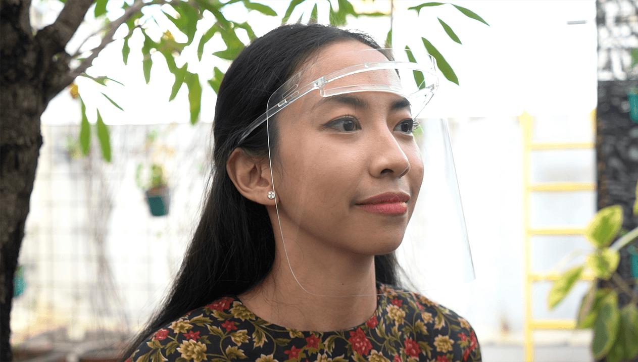 Pelindung Wajah Premium Ini Mengadopsi Mata Hewan Ngengat