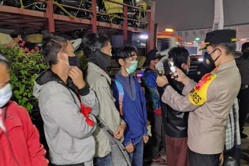 Polisi Amankan Truk Pengangkut Motor yang Bawa 10 Pemudik di Tangerang