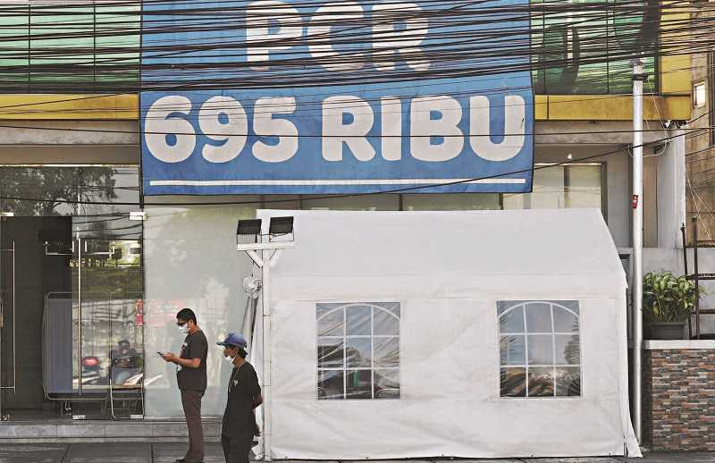 Presiden Minta Harga Tes PCR Maksimal Rp550 Ribu