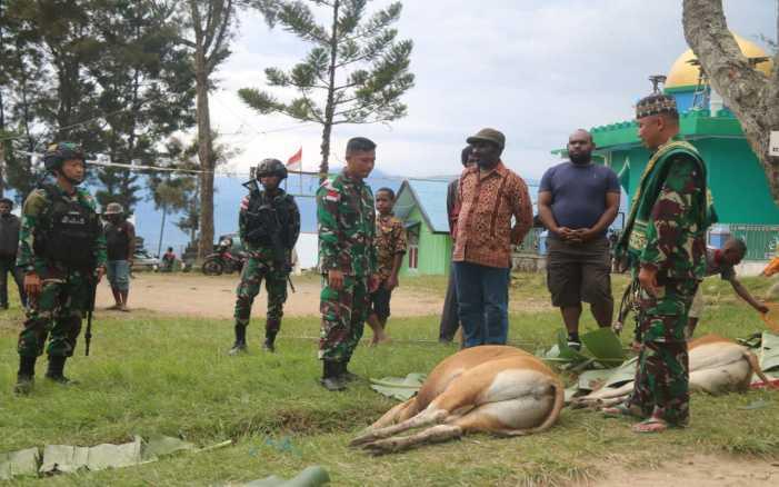 Saat Prajurit Raider Merayakan Idul Adha di  Pegunungan Tengah Papua