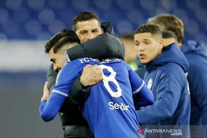 Schalke Petik Kemenangan Perdana Bersama Dimitrios Grammozis