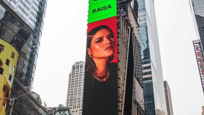 Selain Raisa, Ada 6 Musisi Indonesia Yang Pernah Terpampang Di Times Square