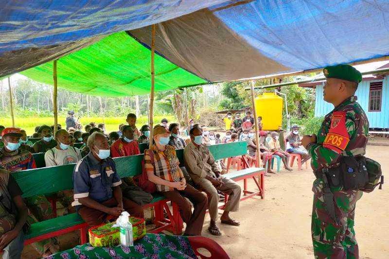 Tidak Hanya Jago Memburu KKB, Satgas TNI Ini Juga Mahir Edukasi Warga Papua tentang Pola Hidup Sehat