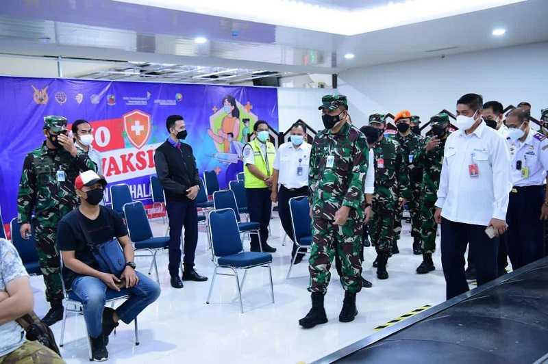 TNI AU Laksanakan Serbuan Vaksinasi Covid-19 di Bandara Halim Perdanakusuma